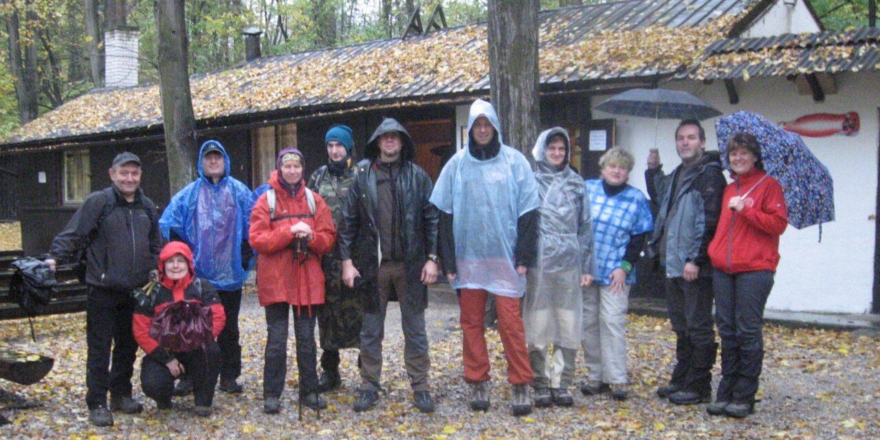 2012 – Podzimní chodníček – spadaným listím 27. října