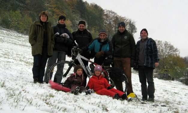 Podzimní brigáda na lyžřském vleku – natahování lana